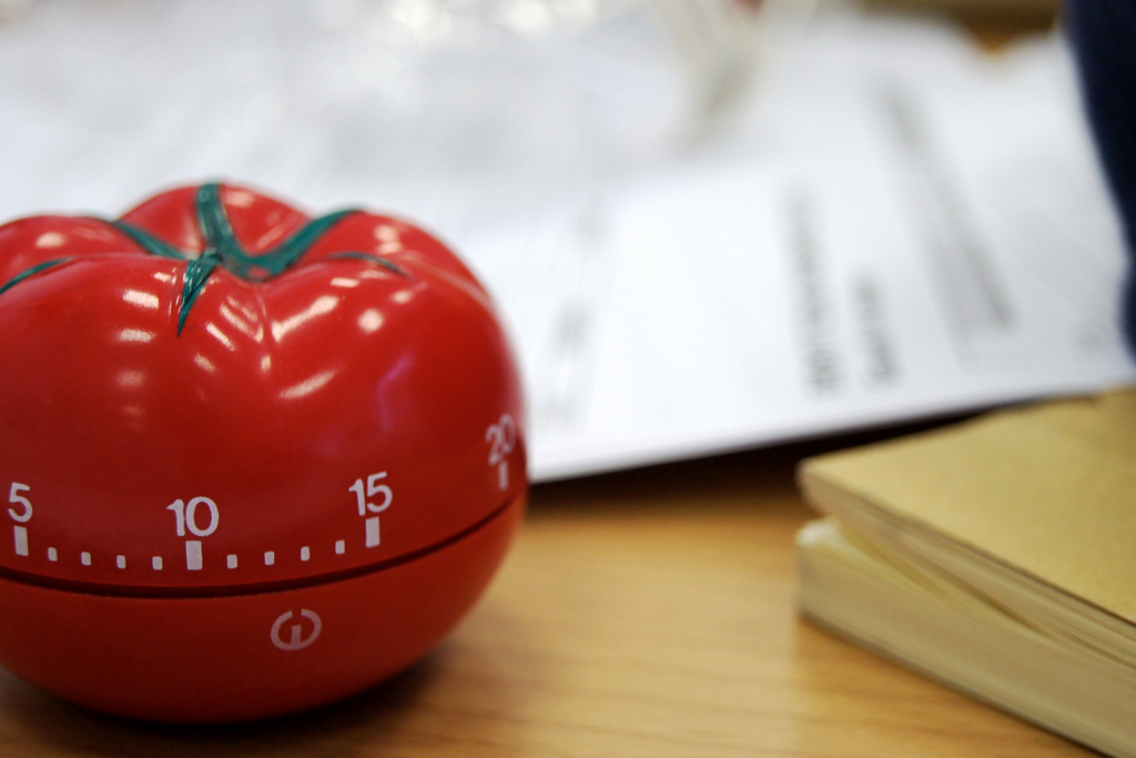 Tomato-shaped kitchen timer